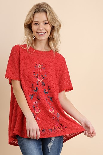 Short sleeve floral embroidered crochet top with keyhole back